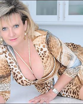 Nylons mature babe - courtesy of Lady Sonia
